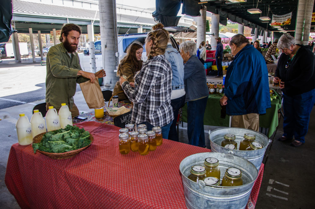 With its mix of locally grown foods in the outdoor sheds and eclectic restaurants and shops in the indoor Market House, the Nashville Farmers' Market is a fun place to go on weekdays and weekends.